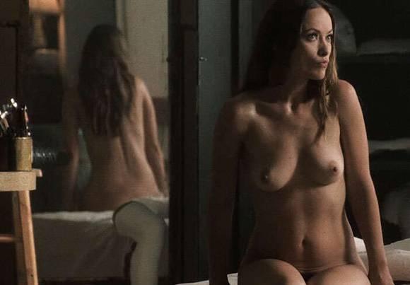 Desnudo desnudo de mediana edad